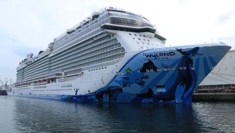El crucero es uno de los más nuevos de línea Norwegian Cruise Line, que ofrece a sus pasajeros las condiciones de un lujoso hotel tipo resort. (Foto Prensa Libre: Carlos Paredes)