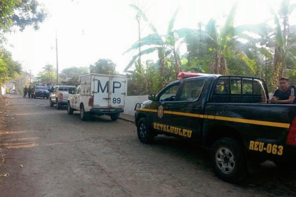 El operativo se efectuó en El Asintal, Retalhuleu. (Foto Prensa Libre: Rolando Miranda)