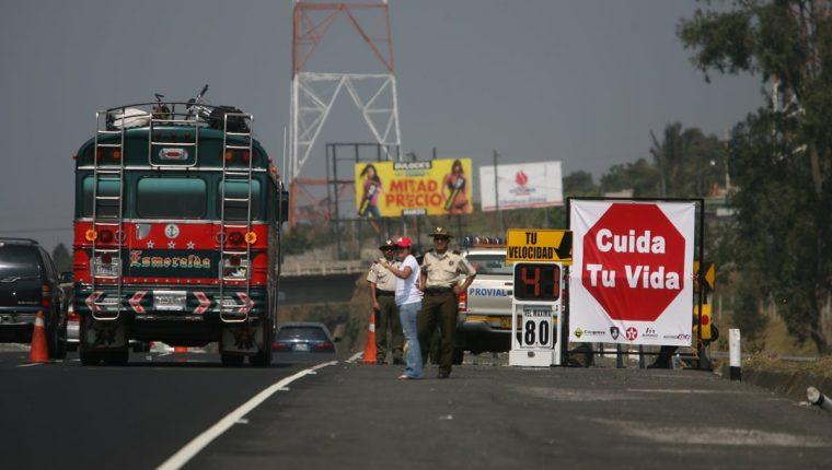 Las vacaciones de Semana Santa son aprovechadas por muchas familias para viajar a la provincia. (Foto Prensa Libre: Hemeroteca PL)