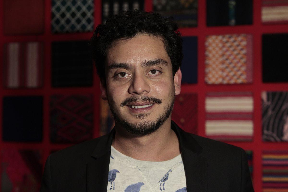 Jayro Bustamante, director de la pel?cula Guatemalteca Ixcanul, da declaraciones a los medios de comunicaci?n sobre el ?xito que ha tenido en el extranjero.     Fotograf?a: Erick Avila.           27/11/2015