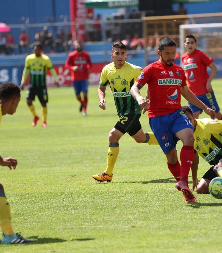 El salvadoreño Jaime Alas es uno de los extranjeros más rentables de la Liga Nacional. (Foto Prensa Libre: Hemeroteca PL)