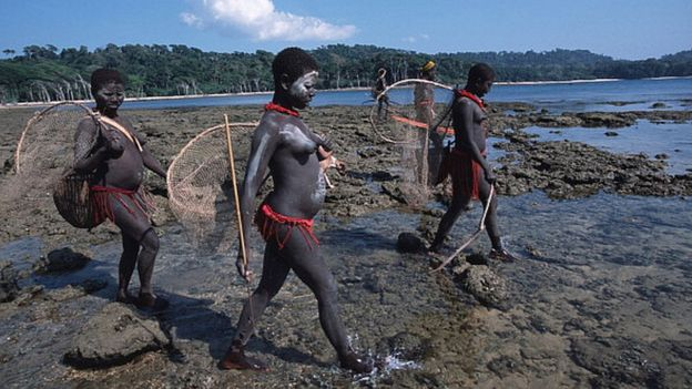 Son varias las comunidades en el archipiélago Andamán y Nicobar, en la Bahía de Bengala, que aún preservan su forma de vida. GETTY IMAGES