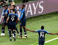 Umtiti hizo que una nación entera celebrara el gol más importante de Francia en los últimos 12 años. (Foto Prensa Libre: EFE)