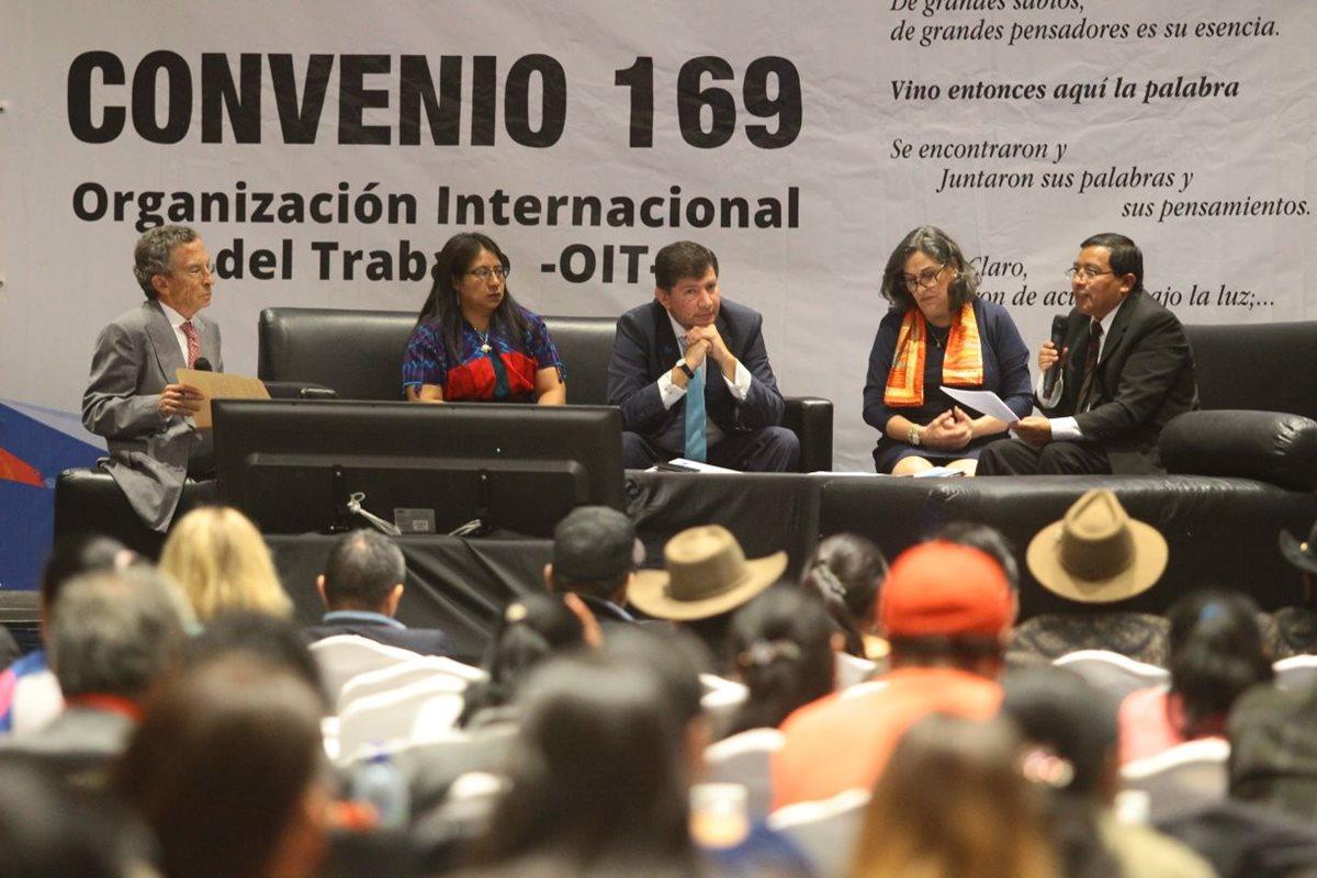 """""""Estoy seguro que muy pronto Guatemala dará respuesta a la clara demanda de los pueblos indígenas"""", dijo el presidente, Jimmy Morales. (Foto Prensa Libre: A. Interiano)"""