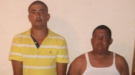 Capturados son puestos a disposición de un juzgado en Morales, Izabal. (Foto Prensa Libre: PNC)