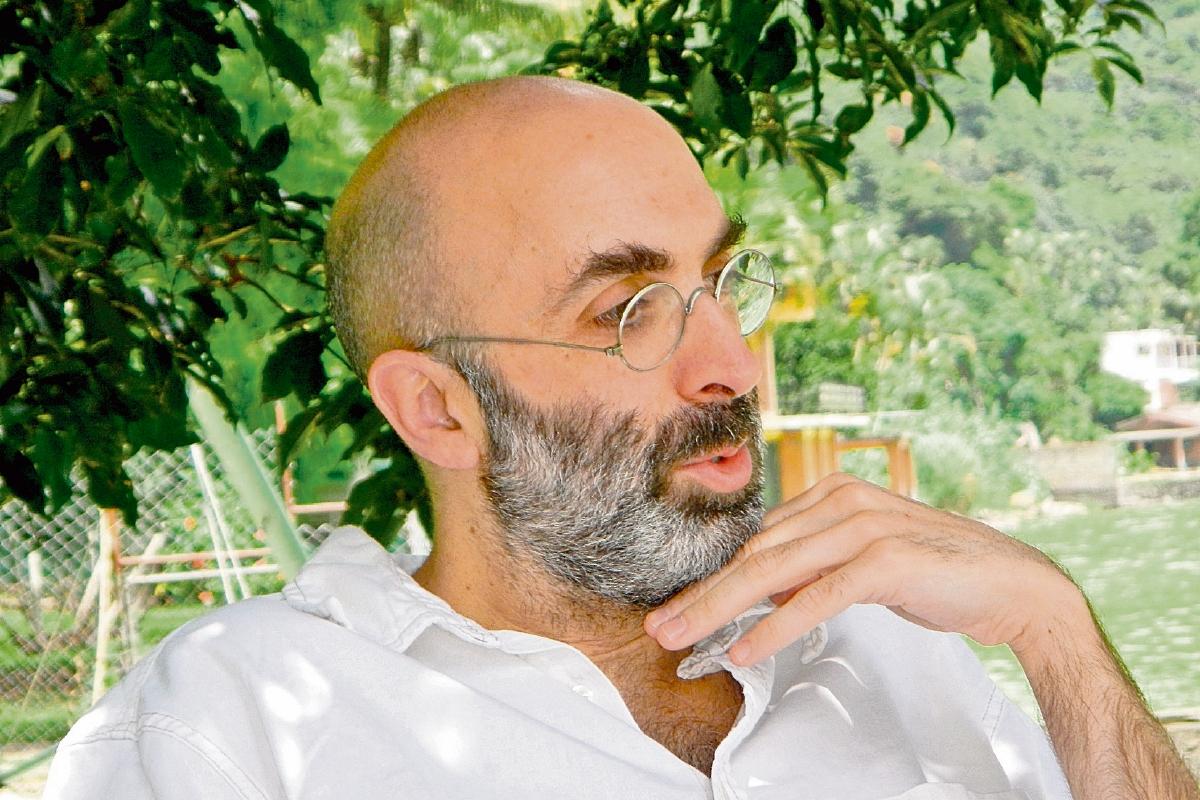 El escritor guatemalteco Eduardo Halfon presenta su libro Signor Hoffman
