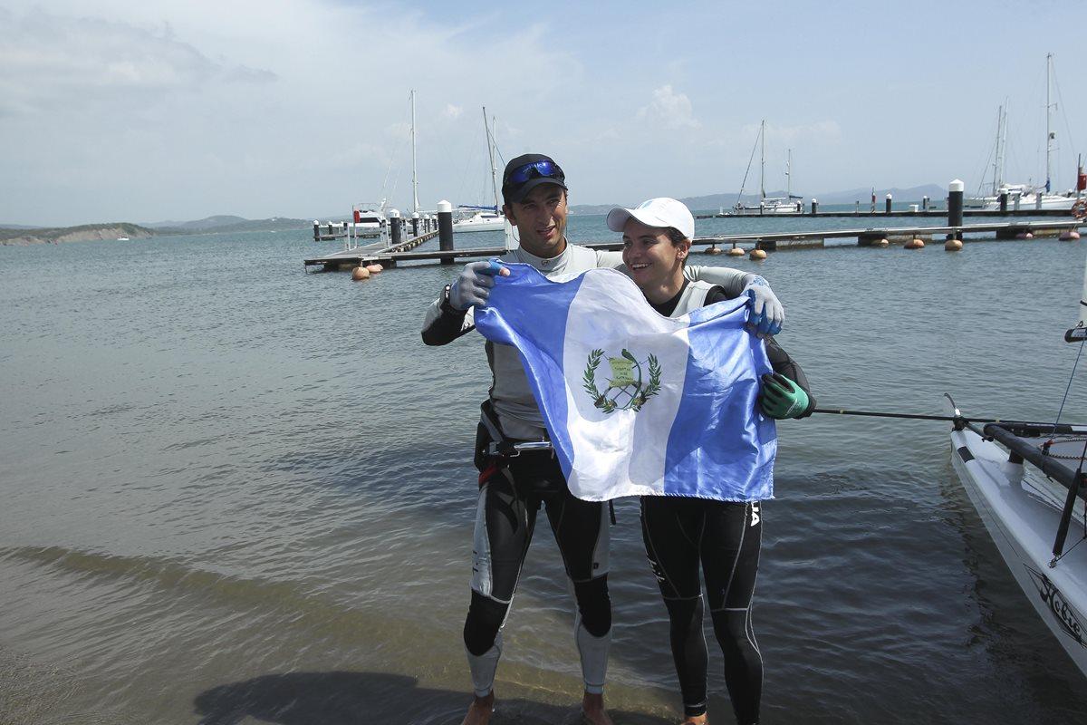 Jason Hess y Katya Castellanos ganan el tercer oro para Guatemala en Navegación a Vela