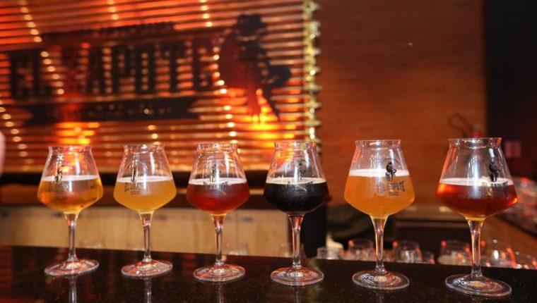 La nueva cerveza artesanal, El Zapote, cuenta con seis sabores diferentes. (Foto Prensa Libre: Esbin García)