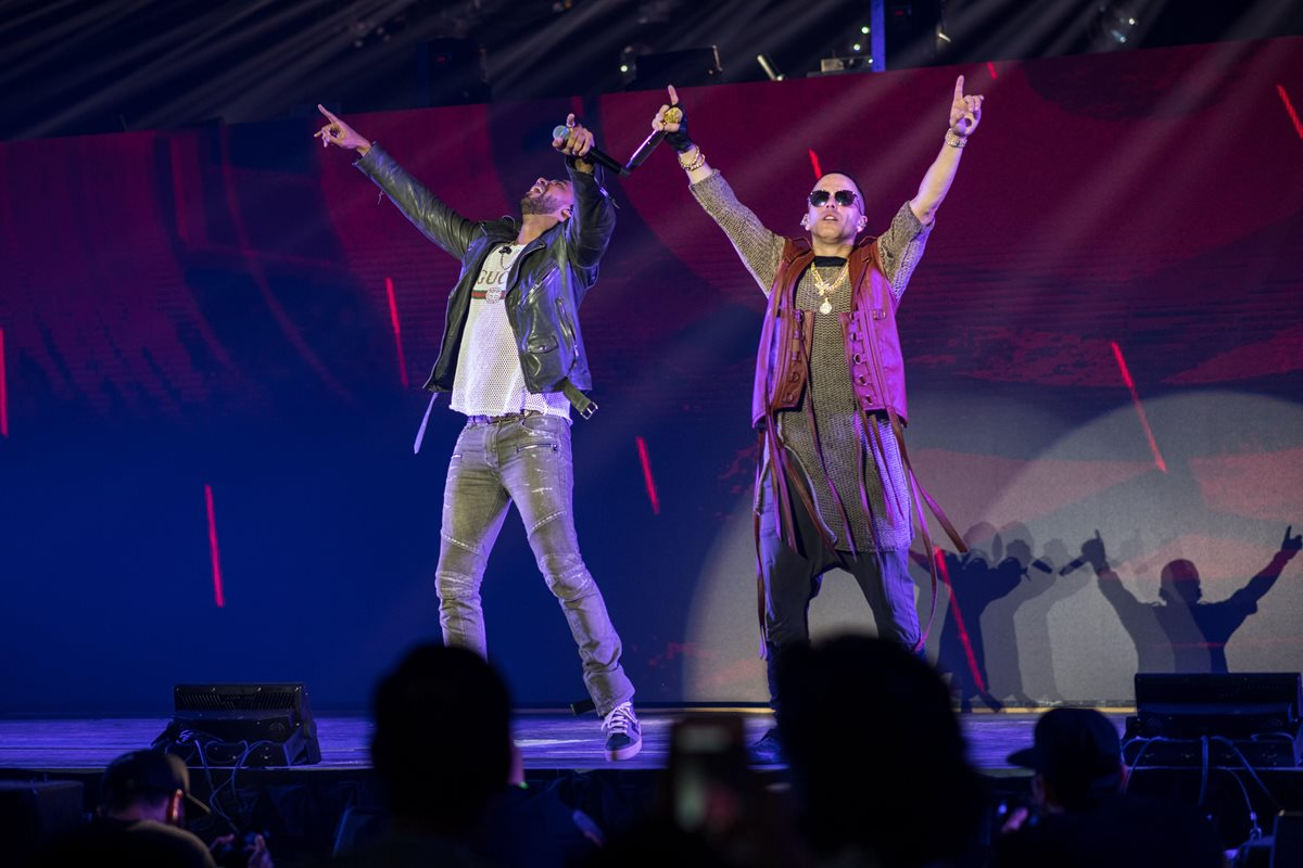 Wisin, en una presentación junto a Yandel, en una de sus presentaciones (Foto Prensa Libre: EFE).