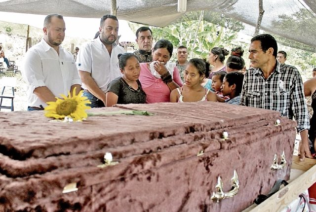 En abril de 2016, el niño Julio Alvarado murió en la zona de adyacencia al recibir varios disparos y también resultaron heridos su hermano, de 11 años, y su padre. (Foto Prensa Libre: Hemeroteca PL)