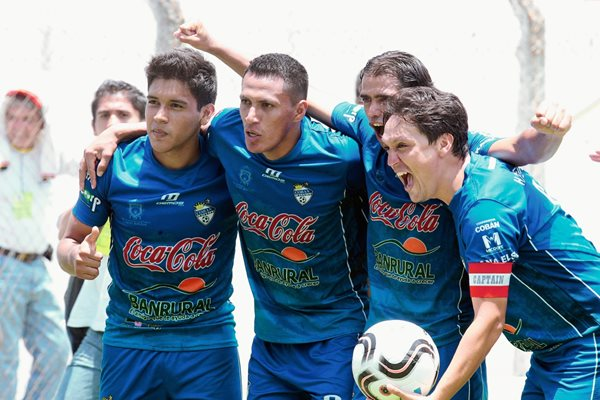Cobán se impuso con triplete de Gerson Tinoco sobre Chiantla (Foto Prensa Libre: Norvin Mendoza)