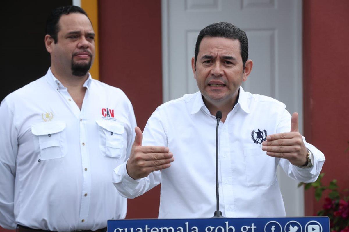 El presidente Jimmy Morales asistió a la presentación de la casa modelo de las viviendas que serán entregadas a los damnificados por la erupción del Volcán de Fuego. (Foto Prensa Libre: Esbin García)
