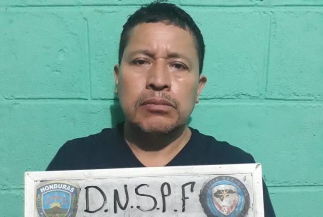 Capturaron en Honduras al juez de Femicidio de Guatemala, Fabián de León Pérez, en posesión de 10 mil dólares. (Foto Prensa Libre: Policía de Honduras)
