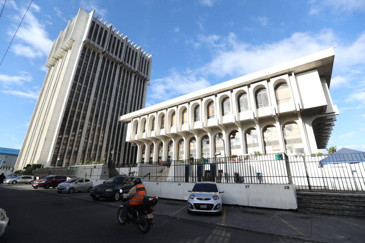 Raúl Osoy escuchará el motivo de su detención en el Juzgado Primero Penal. (Foto Prensa Libre: Óscar Rivas)