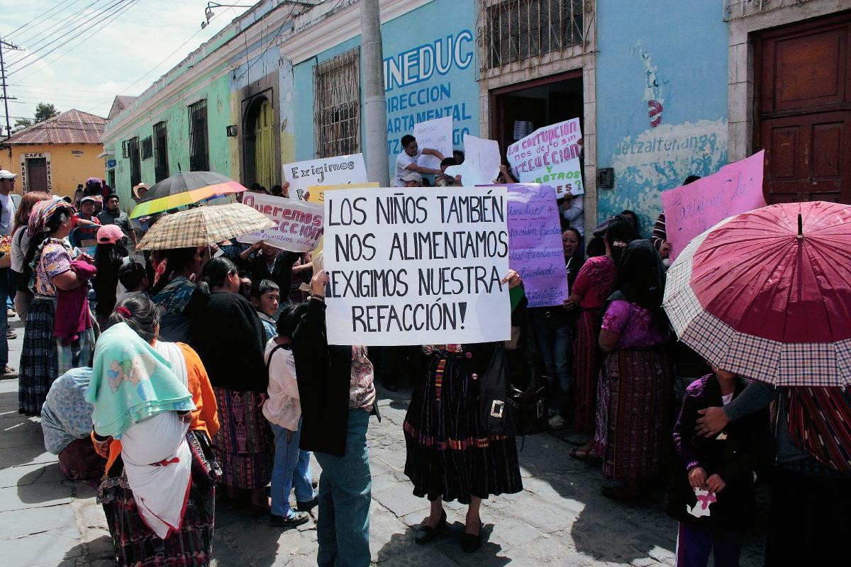 Padres de familia y estudiantes protestan por falta de refacción escolar