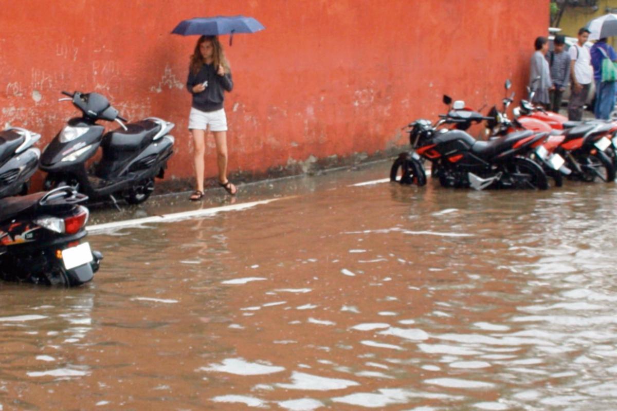 Inundaciones agobian a vecinos