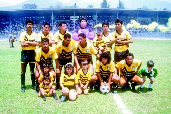"""Este es el equipo de Aurora campeón de la temporada 1992-1993. (Foto Prensa Libre: Archivo).<br _mce_bogus=""""1""""/>"""