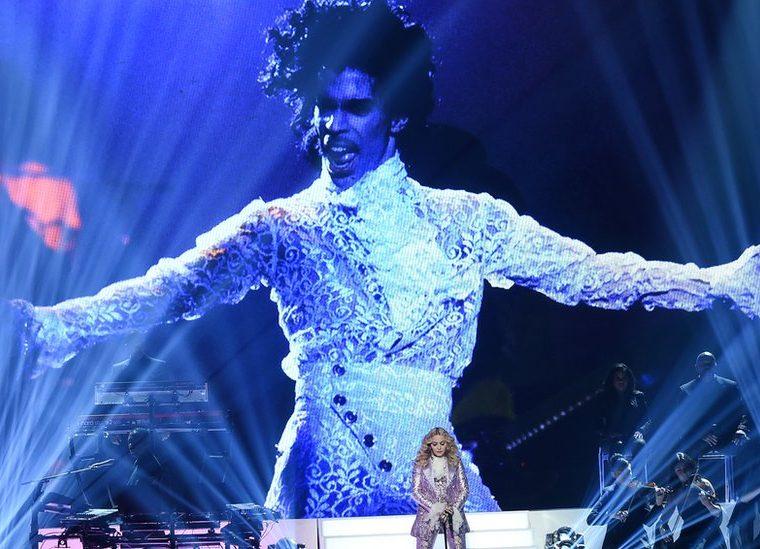 Madonna mantuvo una breve relación sentimental con Prince, otro ícono de la música de los años 80 y 90. GETTY IMAGES