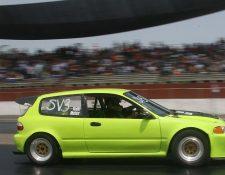 EL AUTOMóVIL verde, de El Salvador, conducido por Aguilar, dio una buena impresión.((Foto Prensa Libre: César Pérez)