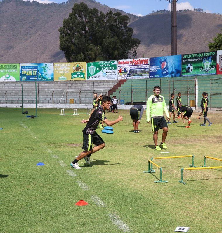 Los jugadores antigüeños visitarán el domingo a Siquinalá, con la misión de recuperar el liderato.  (Foto Prensa Libre: Renato Melgar)