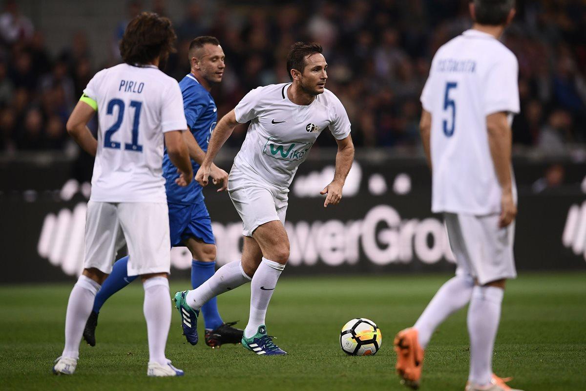 Frank Lampard también estuvo presente en el  Giuseppe Meazza para el homenaje a Pirlo. (Foto Prensa Libre: AFP)