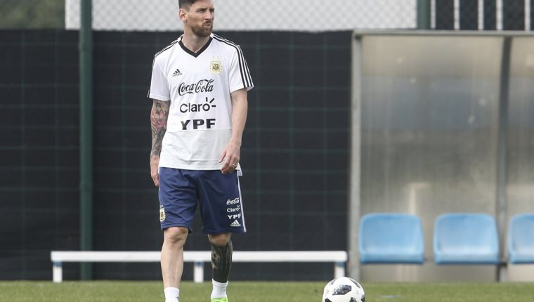 Lionel Messi dice que la suerte no les ha sonreído al perder tres finales, pero espera que esto cambie. (Foto Prensa Libre: AFP)
