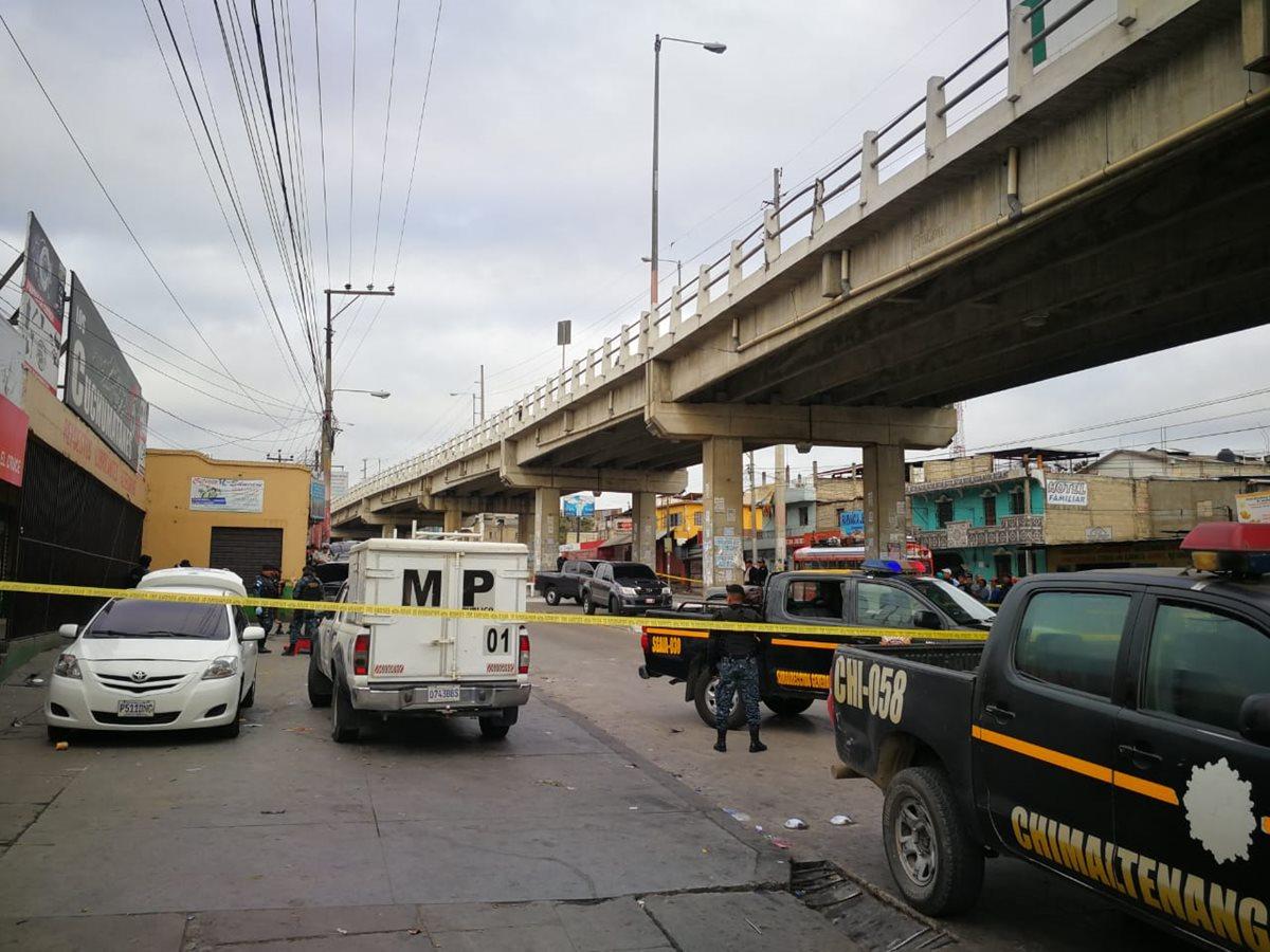 El paso vehicular fue cerrado en el km 54 de la ruta Interamericana, Chimaltenango. (Foto Prensa Libre:)
