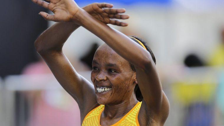 La keniata Jemina Sumgong ganó con nuevo récord la San Silvestre de Sao Paulo. (Foto Prensa Libre: AP).