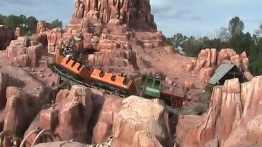 La montaña rusa más efectiva para eliminar cálculos renales fue Big Thunder Mountain o Ferrocarril Montaña Gran Trueno, en Disney World en Orlando(Foto Prensa Libre: DAVID WARTINGER) .