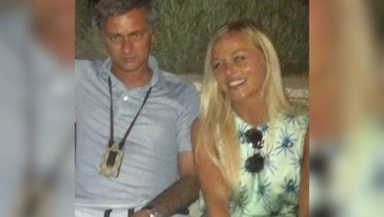 José Mourinho en una fotografía de archivo con la mujer con la que sostuvo una relación extramarital. (Foto Prensa Libre: Redes)