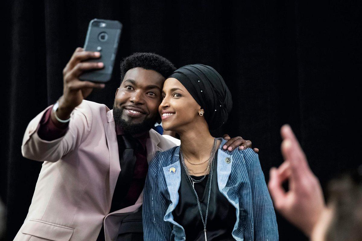 Ilhan Omar electa para la Cámara de Representantes de los Estados Unidos por el Partido Demócrata, posa para la foto.