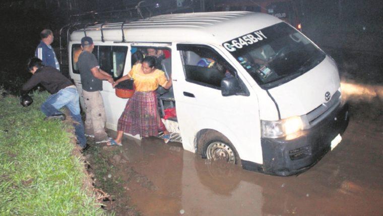 La mayoría de guatemaltecos fueron afectados en el tráfico. (Foto Prensa Libre: Hemeroteca PL)