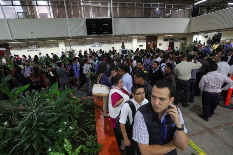 Alumnos, maestros y autoridades participan en la elección