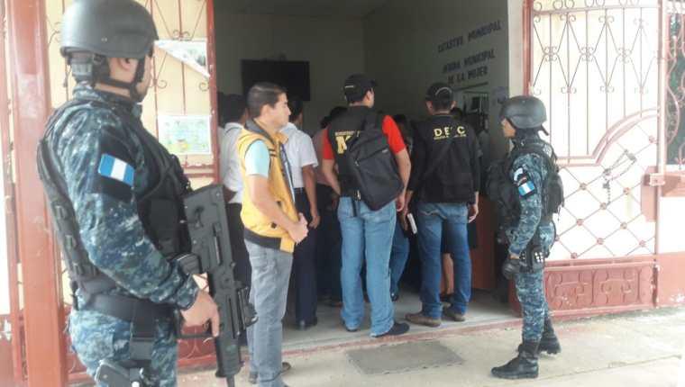 El edificio municipal fue uno de los allanados durante los operativos contra la estructura de sicarios. (Foto Prensa Libre: Cortesía)