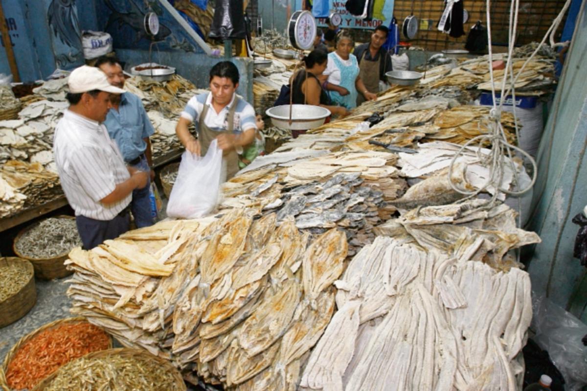 Bajan ventas de mariscos