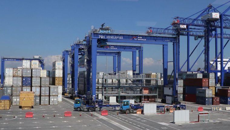 En la actualidad, APM Terminals, en Escuintla, presenta congestionamiento en el movimiento de carga. (Foto Prensa Libre: Hemeroteca)