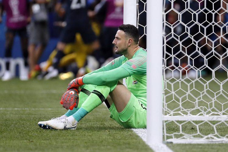 Danijel Subasic luce desconsolado al finalizar el encuentro entre Francia y Croacia por la final del Mundial de Futbol Rusia 2018.