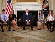 Donald Trump, participa en una sesión de escucha. sobre la violencia armada con maestros y estudiantes en la Casa Blanca. (Foto Prensa Libre:AFP).