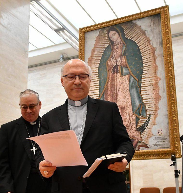 La declaración fue leída a nombre de todos los obispos por los portavoces de la Conferencia Episcopal chilena, Fernando Ramos e Ignacio González. (Foto Prensa Libre: Hemeroteca PL)