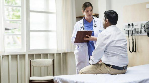 Más de la mitad de los encuestados afirmaron que ocultaban información a su médico porque se sentían avergonzados. GETTY IMAGES