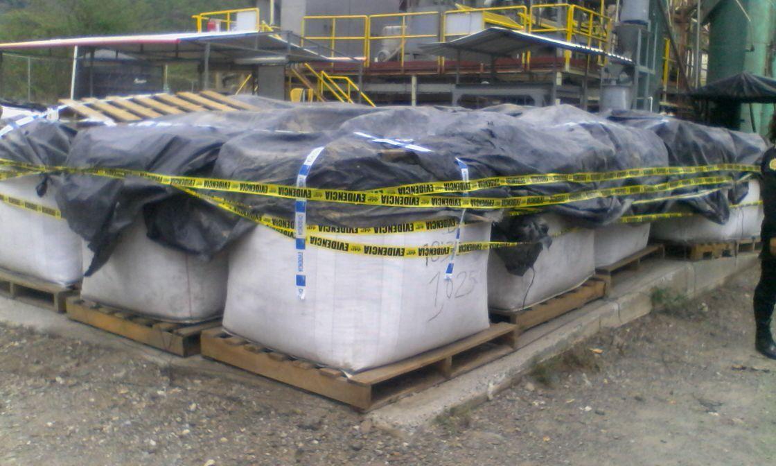 Fueron 74 sacos con material que podría contener oro extraído de manera ilegal. (Foto Prensa Libre: Cortesía PNC)