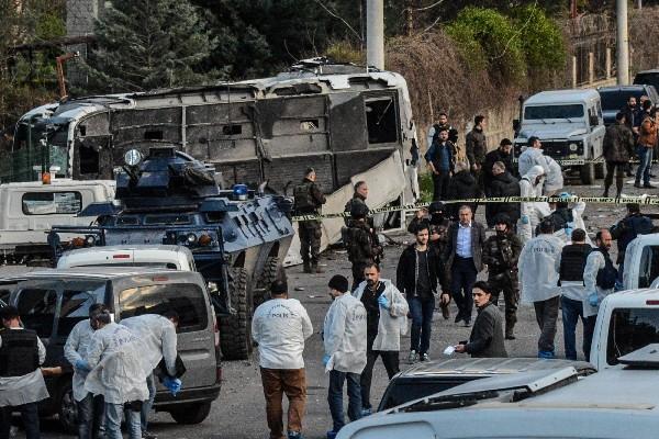 Fuerzas de seguridad se encuentran en la escena del atentado.(AFP).