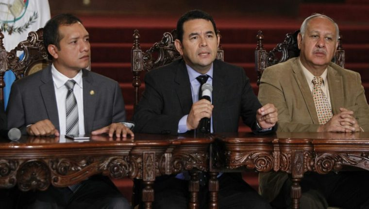 El presidente Jimmy Morales dirige la conferencia de prensa en el Palacio Nacional de la Cultura.(Foto Prensa Libre: Paula Raquec)