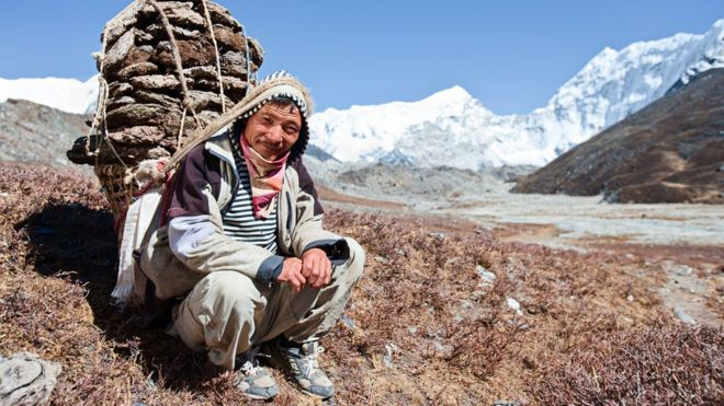 Por qué los sherpas pueden subir al Everest sin cansarse (y no es porque están entrenados para hacerlo)