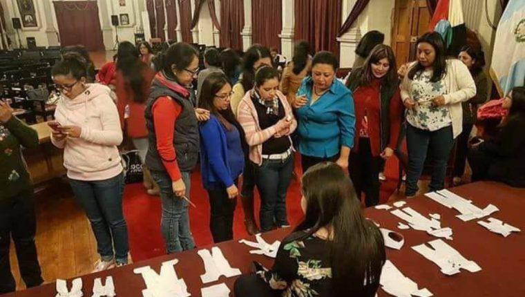 Las fotografías del evento circularon en las redes sociales y generaron críticas. (Foto Prensa Libre: Cortesía)