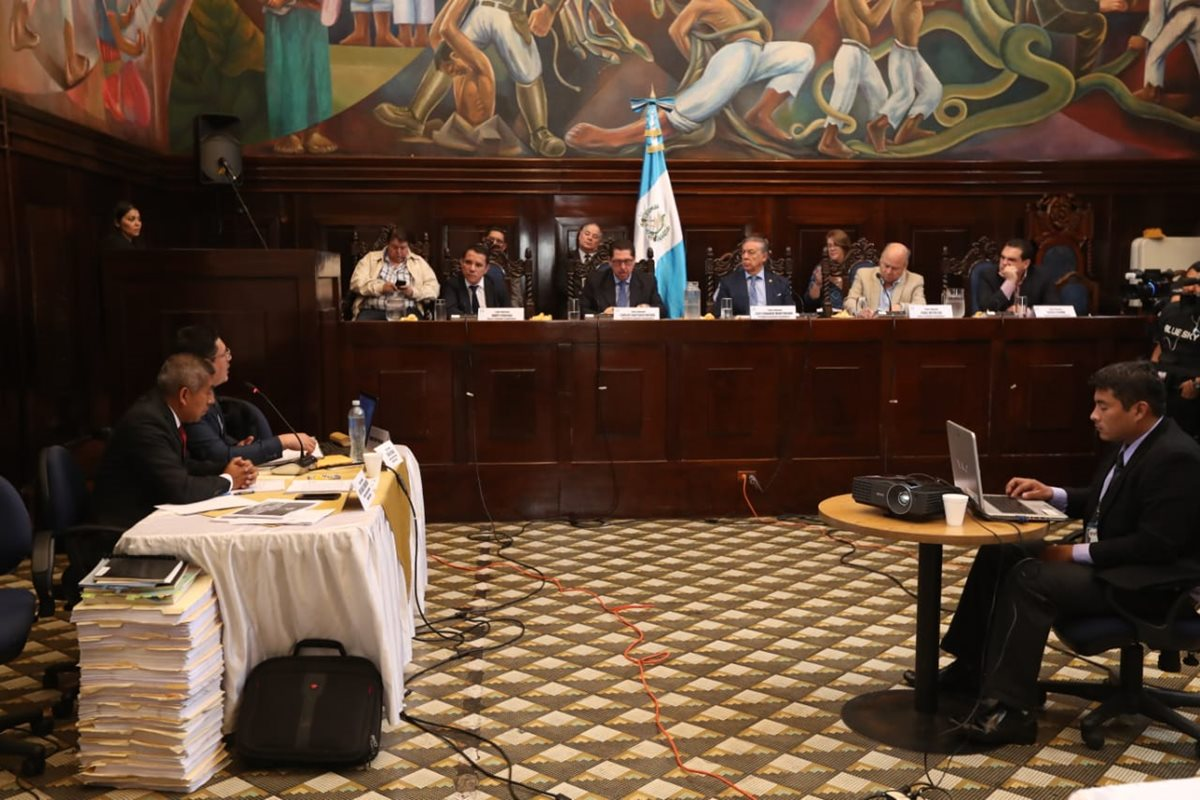 Representantes del Ministerio Público tienen una audiencia con la Comisión Pesquisidora por las diligencias de antejuicio en contra del presidente Jimmy Morales. (Foto Prensa Libre: Esbin García)