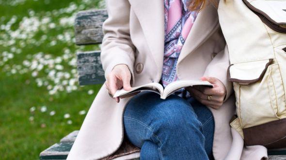 ¿Disfrutas de las actividades solitarias, como leer? GETTY IMAGES