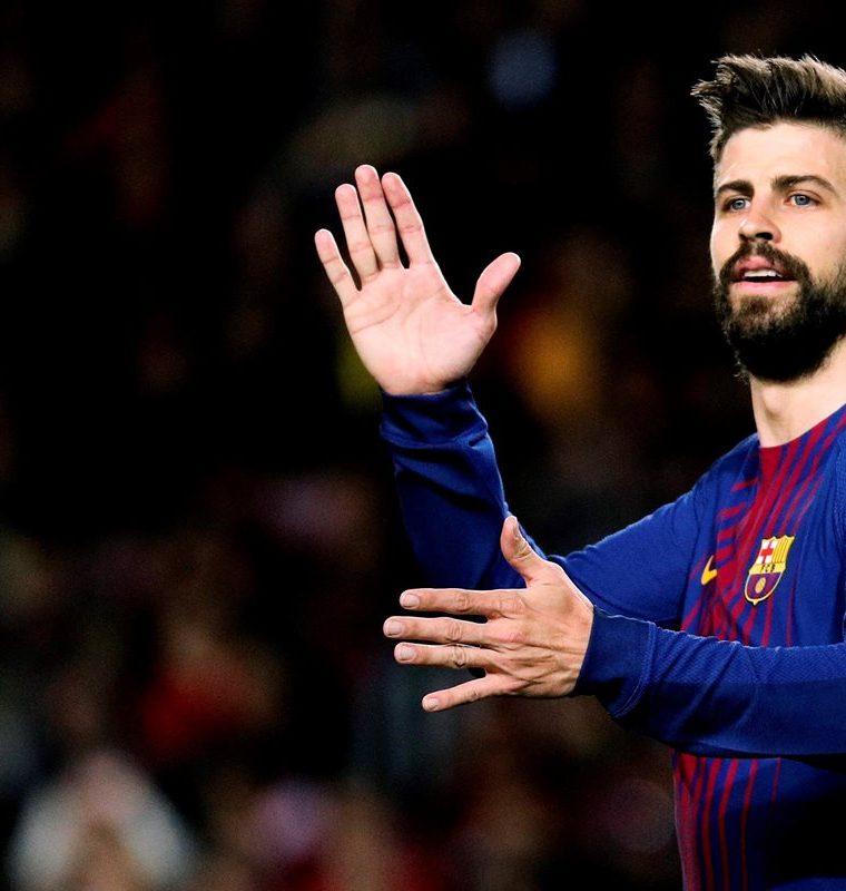 El defensa del FC Barcelona, Gerard Piqué también reclamó el planteamiento táctico. (Foto Prensa Libre: EFE)