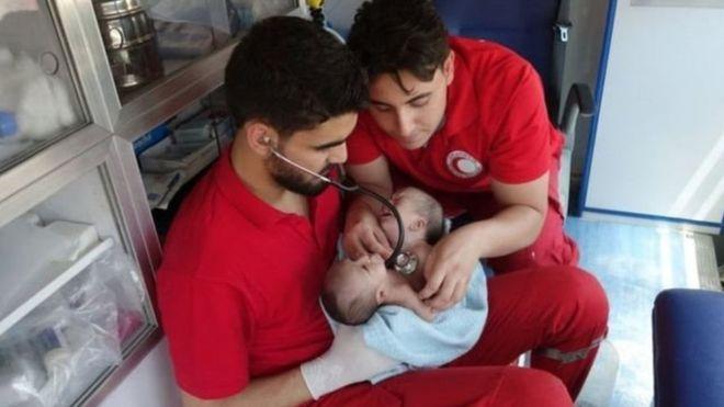 Nawras y Moaz fueron evacuados a Damasco. MEDIA LUNA ÁRABE EN SIRIA