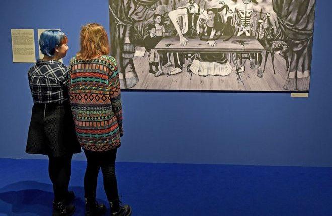 """El Centro Cultural ZAMEK de Pozna? busca pistas sobre """"La mesa herida"""" con una exposición en la que le pregunta directamente sobre ello a los visitantes. GETTY IMAGES"""
